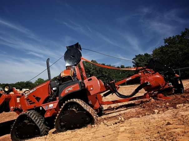 Rýhovač Ditch Witch RT80 Quad